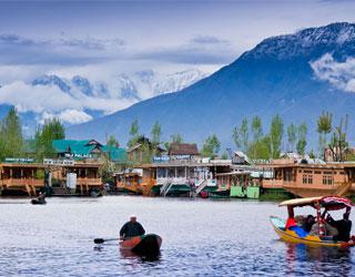 Pathankot to Kashmir Tempo Traveller