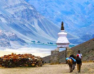 Pathankot to Leh ( ladakh ) Tempo Traveller