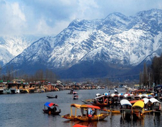 Pathankot to Srinagar Tempo Traveller